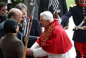 José Serra - Governor Serra with Pope Benedict XVI during the latter's visit to Brazil, May 10, 2007