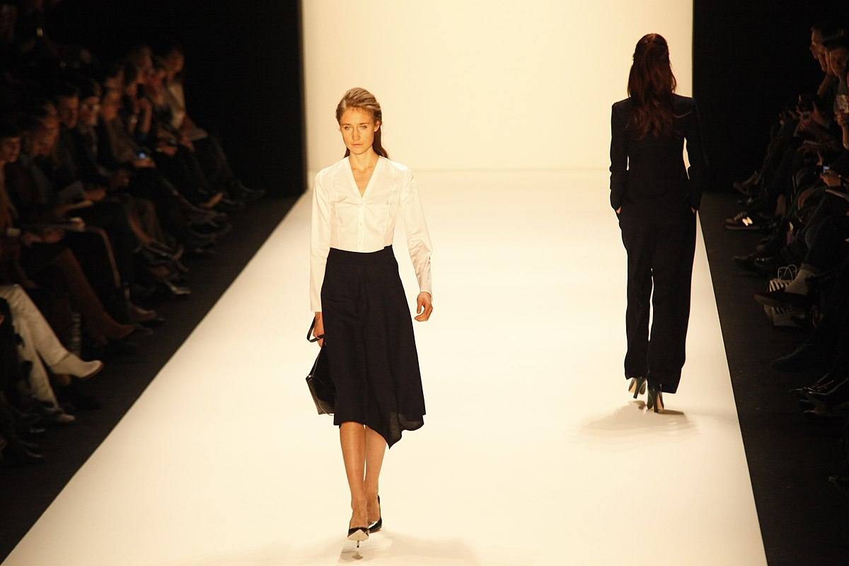 1200px-Berlin_Fashion_Week_2013.jpg