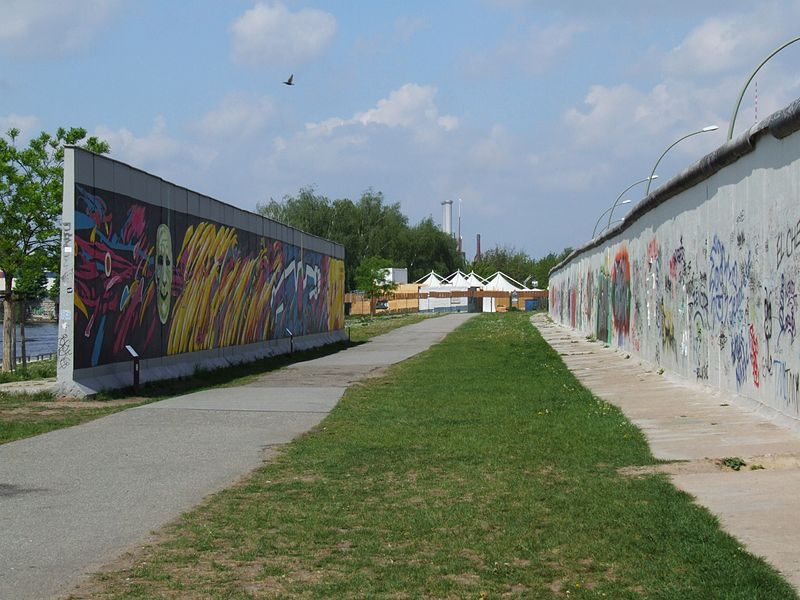 File:Berlin Wall near East Side Gallery.JPG