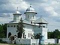 Biserica din Rasa, cu vechea clopotnita - 2007.JPG