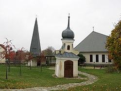 Blízkov - náves a kaple svatého Jana Nepomuckého obr02.jpg