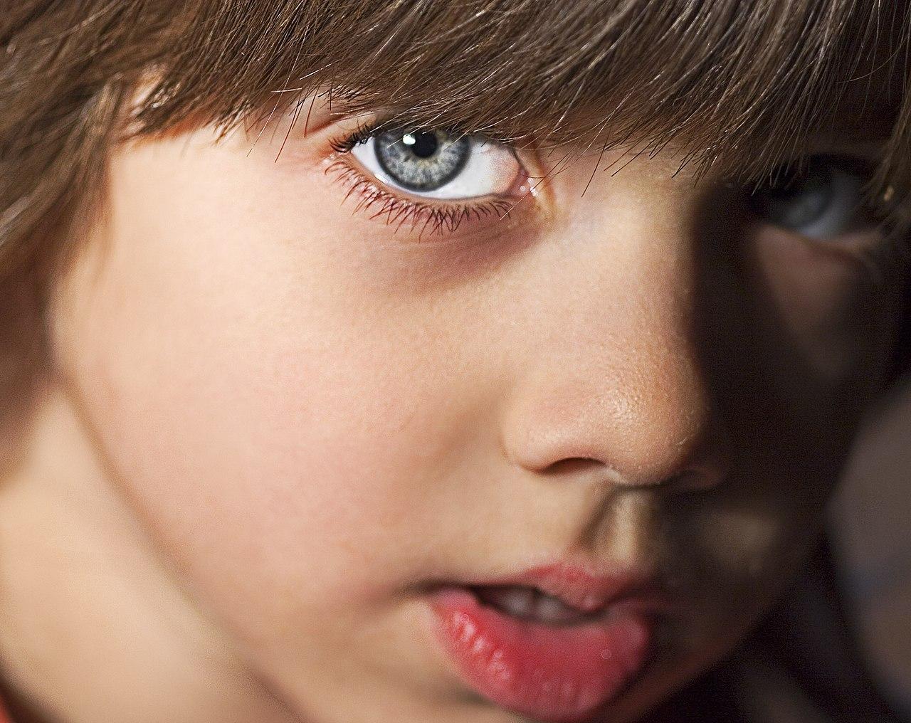 File:Boy, blue.jpg - Wikimedia Commons