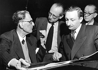 Otto Klemperer - Klemperer (left) with members of the Cologne Radio Symphony Orchestra, 1954