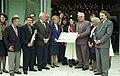 Bundesarchiv B 145 Bild-F085570-0006, Bonn, Spendenübergabe für ZNS an Hannelore Kohl.jpg