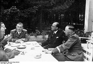Bundesarchiv Bild 101III-Alber-064-04, Subhas Chandra Bose bei Heinrich Himmler
