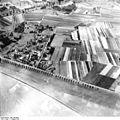 Bundesarchiv Bild 195-0876, Rheinbefliegung, Neuss-Gnadental - Düsseldorf-Heerdt.jpg