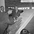 Burgemeester jhr. mr. C. J. A. de Ranitz opende eerste Nationale Beroepsmanifest, Bestanddeelnr 915-1310.jpg