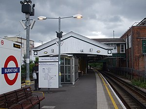 Burnt Oak tube station - Image: Burnt Oak stn southbound