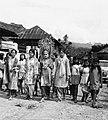 COLLECTIE TROPENMUSEUM Een bruid op weg naar haar bruidegom in een dorp bij Maninjau TMnr 20000231.jpg