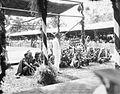 COLLECTIE TROPENMUSEUM Een groep Ketoengau Dajaks tijdens het bezoek van Gouverneur-Generaal J.P. Graaf van Limburg Stirum aan Borneo TMnr 60018479.jpg