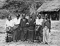 COLLECTIE TROPENMUSEUM Een groep Toraja vrouwen van Mésawa TMnr 10005890.jpg