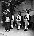 COLLECTIE TROPENMUSEUM Opvoering waarin het verhaal van Imam Bonjol en de strijd tegen de Nederlandse troepen wordt verbeeld TMnr 20000317.jpg