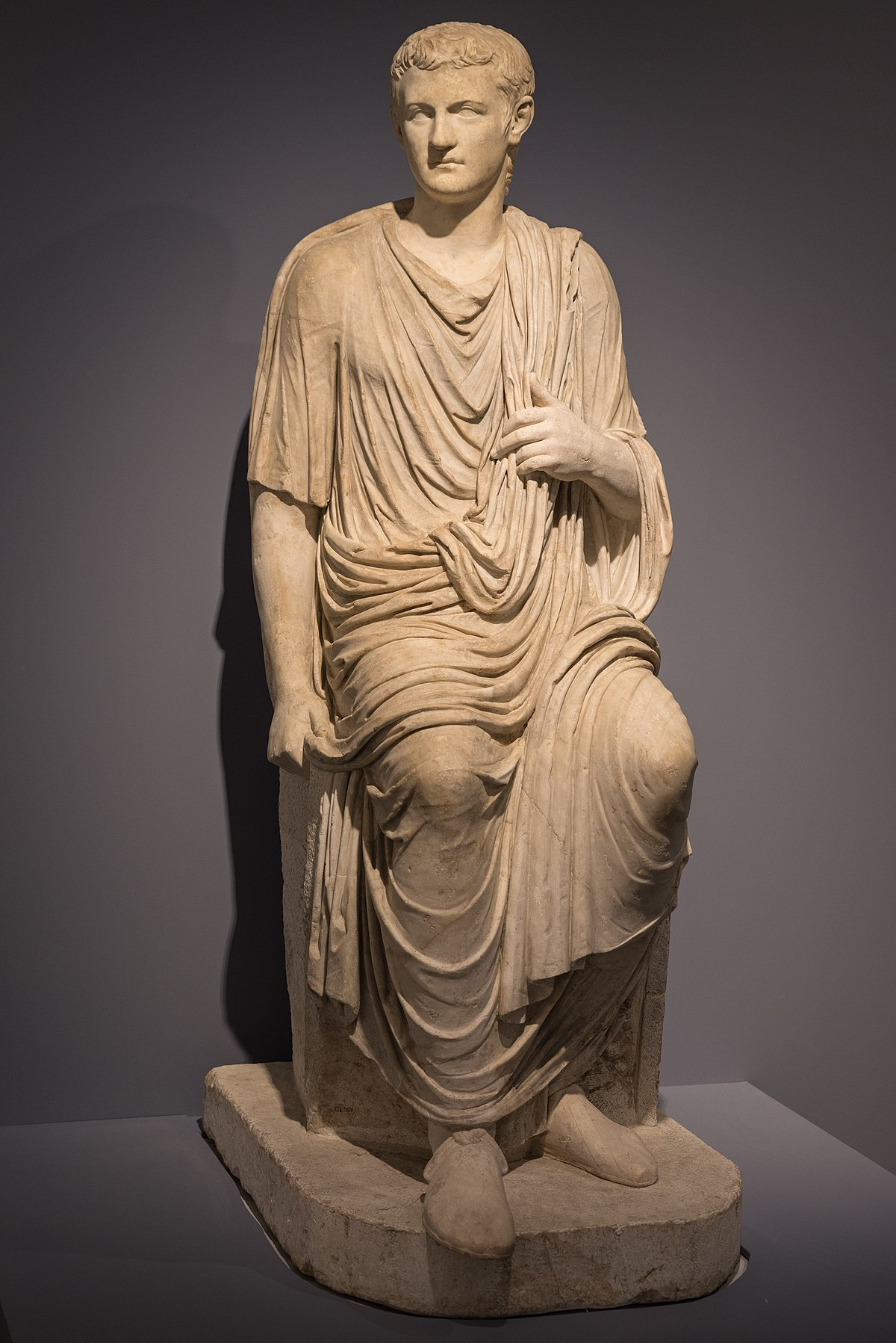 https://upload.wikimedia.org/wikipedia/commons/thumb/6/61/Caligula_03.jpg/1200px-Caligula_03.jpg