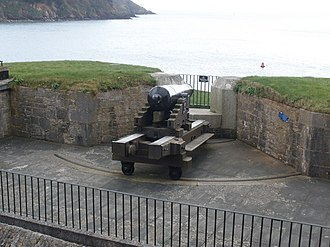 Dartmouth Castle - Traversing 19th-century artillery gun on the Old Battery roof