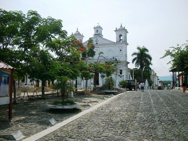 File:Centro Histórico e Iglesia Santa Lucia, Suchitoto.JPG