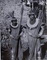 Chacobo; manstyper, krigare. arm band, huvudbonader med fjädrar, ben band. Gran Chaco. Bolivia - SMVK - 0072.0064.tif