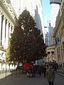 Christmas tree near New York Stock Exchange 2007.jpg