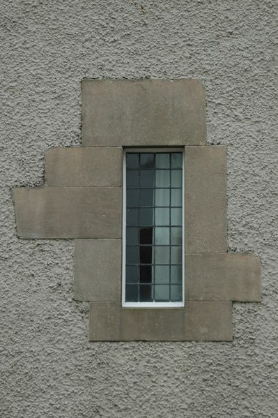 Ficheiro:Classic example of the Mackintosh architectural style - geograph.org.uk - 170653.jpg