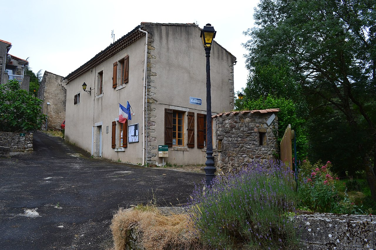 Clermont-sur-Lauquet mairie.jpg