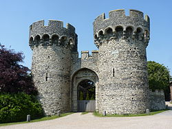 Cooling Castle gatehouse.jpg