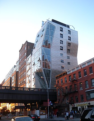 23rd Street (Manhattan) - The HL23 building overhanging the High Line park