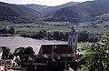 Dürnstein mit Kirche Maria Himmelfahrt, 1987.jpg