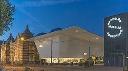 De nieuwe vleugel van het Stedelijk Museum Amsterdam.jpg