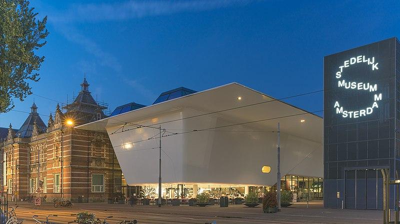 File:De nieuwe vleugel van het Stedelijk Museum Amsterdam.jpg