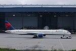 Delta N581NW Boeing 757-300 (15327945716).jpg