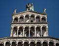 Detall de la façana de l'església de San Michele in Foro de Lucca.JPG