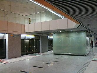 Circle MRT line - Image: Dhoby Ghaut CCL Platform