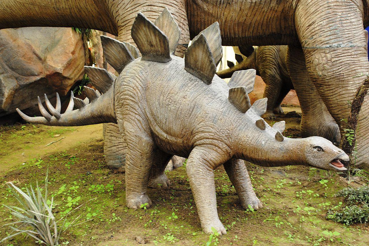File Dinosaurios Park Stegosaurus Young Jpg Wikimedia