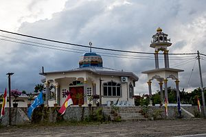 Beluran District - Image: District Beluran Mosque At Highway A1 01