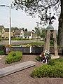 Doornenburg (Lingewaard) oorlogsmonument op plaats verwoeste kerk.JPG