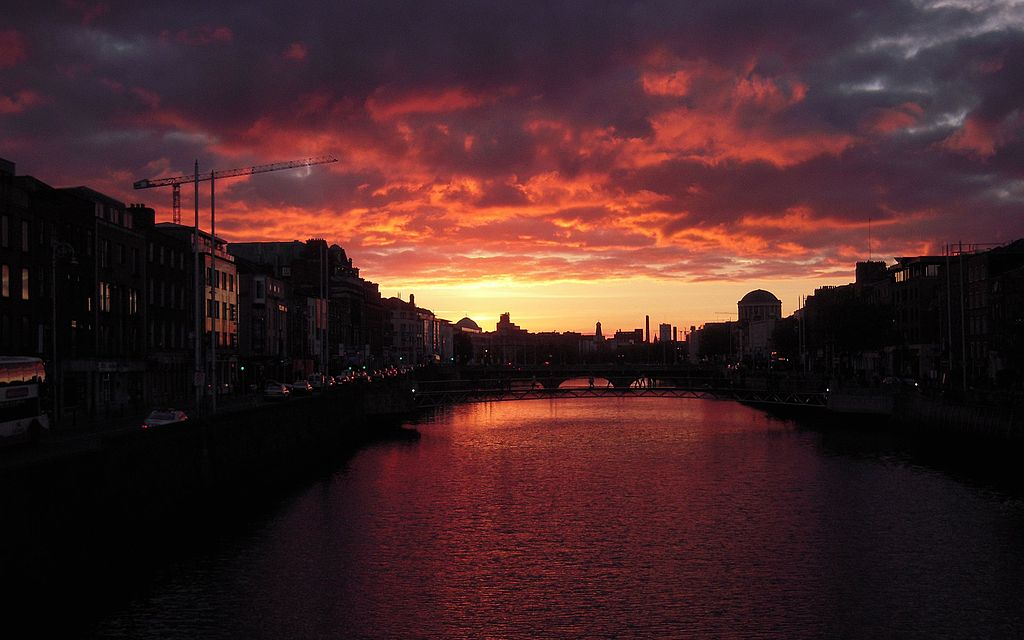Dramatic sky over River Liffey in Dublin (5097279674)