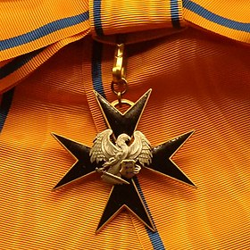 EST Order of the Cross of the Eagle 1st class badge.jpg