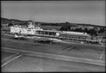 ETH-BIB-Flughafen-Zürich, Flughof, Tower, Flugzeuge-LBS H1-015282-02.tif