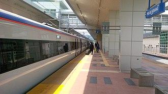 Pulau Sebang/Tampin railway station - Passenger disembarking from an ETS train at the station