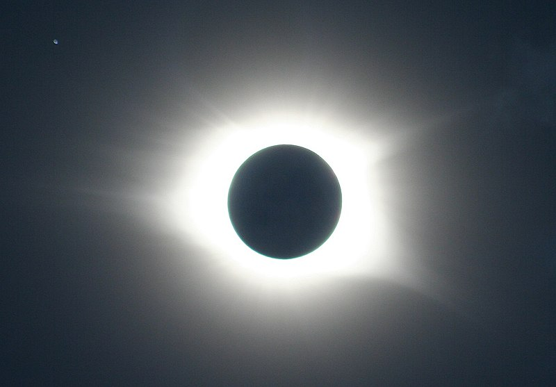 Eclipse with Regulus.jpg
