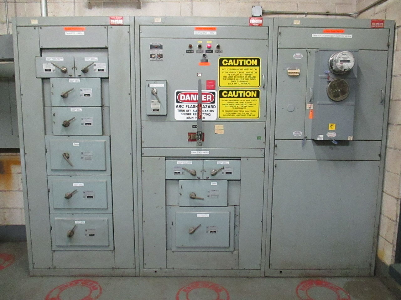 File:Electrical Main and distribution panel for 480 volt.JPG ...