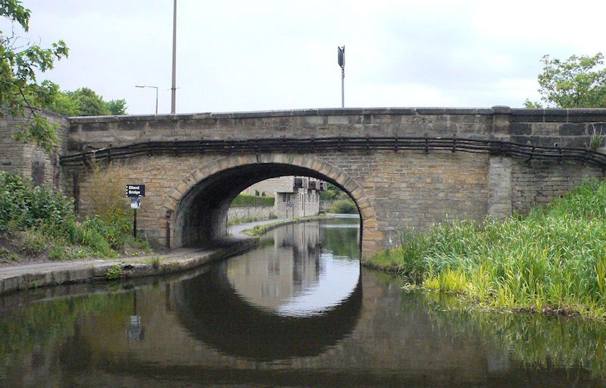 Elland Canal Bridge.jpg