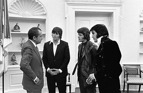 Elvis Presley, Delbert Sonny West, and Jerry Schilling meeting Richard Nixon