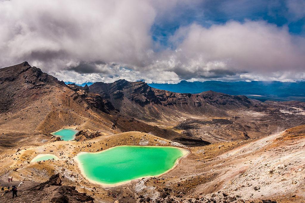 File:Emerald Lakes, New Zealand.jpg - Wikimedia Commons