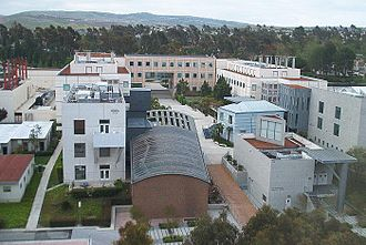 Henry Samueli School of Engineering complex in 2006. Buildings in the lower right quadrant of the image have since been demolished. Engineering,UCI.jpg