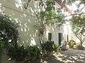 Entrada lateral casa-museo Federico García Lorca.jpg