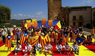 Assemblea Nacional Catalana - Symbolic event in Artés of deploying a giant estelada