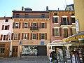 Facade de maison dans la rue principale de bourg saint maurice - panoramio.jpg