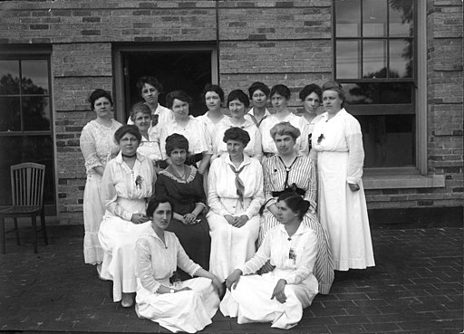 Faculty of the department of home economics inJune 1916. Seated on the ground are - (3855407447)