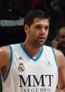 Felipe Reyes-32Real Madrid-CB Sevilla marzo 2013 (cropped)