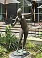 Female sculpture at the Stamford Hotel courtyard, Brisbane 03.jpg